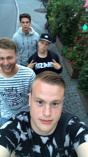Dick op vakantie in Duitsland met zijn beste vrienden (en zeker geen onbekenden van de club).