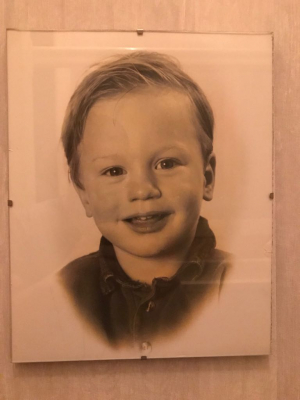 Dick als kleine jongen, 'zodat mensen kunnen zien dat ik er van jongs af aan al ongekend goed uitzag'.